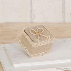 Cajita beige con cordel y botón 5x4,5x5cm, min.12