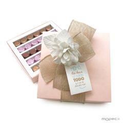 Caja turquesa 30 bombones flor marfil y tarjetón*