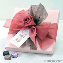 Scatola rosa di 30 cioccolatini con laccetto e una carta di organza