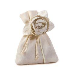 Flor de algodón marfil con 3 bombones*