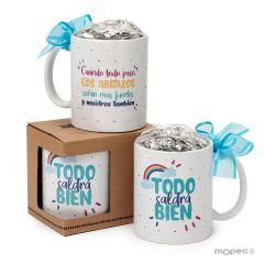 Taza cerámica con 12 minifruit Todo saldrá Bien en Español,  fondo blanco