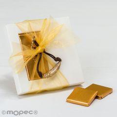 Étui avec bracelet plume en métal et 2 chocolats.