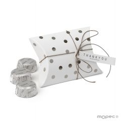Golden polka dots box with 3 chocolates 9,3x6,5x2,5cm. Available in gold or silver