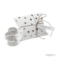 Boîte à pois dorés avec 3 chocolats 9,3x6,5x2,5cm. Disponible en or ou en argent
