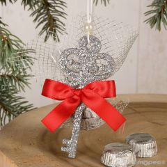 Hanging silver key with 2 chocolates and decoration