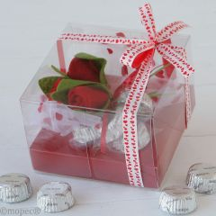 Boîte Saint-Valentin roses et 4 chocolats