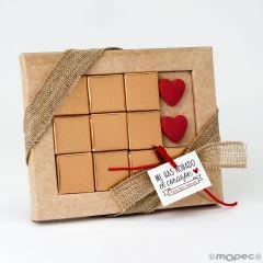 Estuche 10 napolitanas corazones San Valentín con tarjeta disponible en idiomas