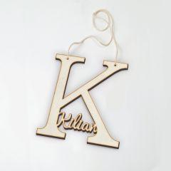 Colgante de madera letra K con nombre 12 cm altura aprox,