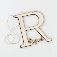 Colgante de madera letra R con nombre 12,5x12,5cm aprox.