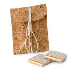 Scatola in sughero decorata cordoncino beige,2 cioccolatini